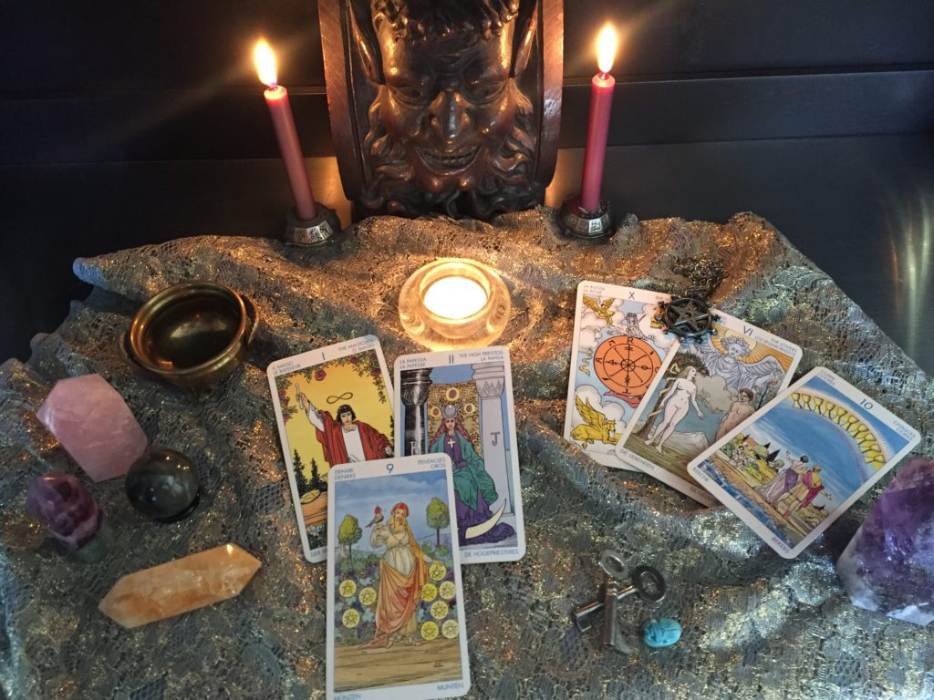 Tarot Cards & Crystals